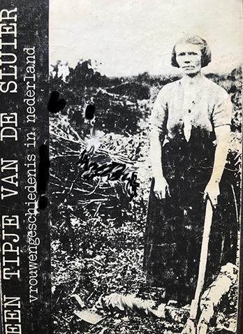Een aantal Amsterdamse geschiedenisstudentes waaronder Mirjam Elias startte in de jaren zeventig Tipje van de Sluier, voorloper van het wetenschappelijke Jaarboek voor Vrouwengeschiedenis. Elias schreef in de eerste inleiding met Els Kloek dat ze vrouwengeschiedenis zagen als een compromis. Hun professor beweerde dat vrouwen geen historische categorie waren. Dus konden zij geen onderwerp zijn van onderzoek.  Vrouwengeschiedenis suggereert dat geschiedenis over mannen gaat, tenzij... Door akkoord te gaan met deze term mochten werkgroepen nu onderzoek doen naar vrouwen. Bij wijze van inhaalmanoeuvre. Raar maar waar.